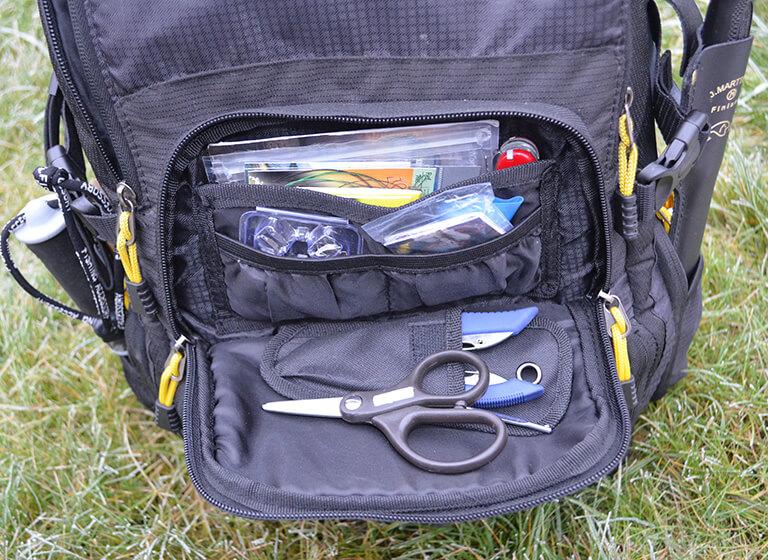 SPRO-Backpack-fronttasche-tisch